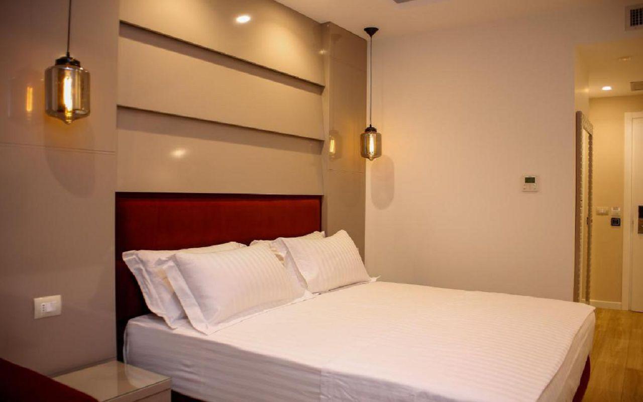Luxury Hotel (1)