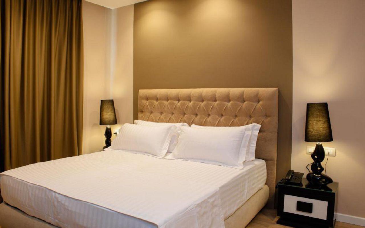 Luxury Hotel (2)