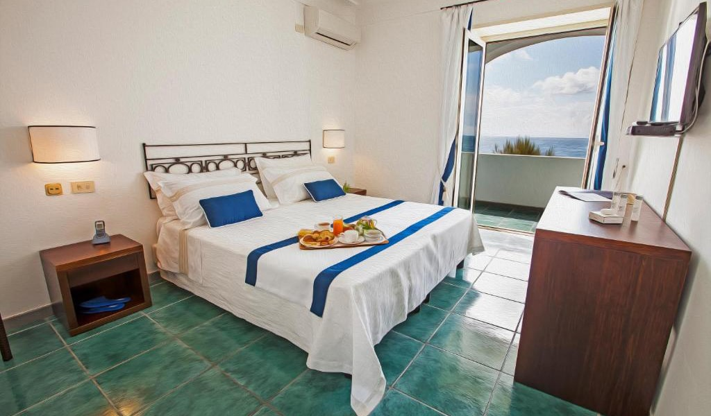 Superior-Double-or-Twin-Room-with-Sea-View-3-min