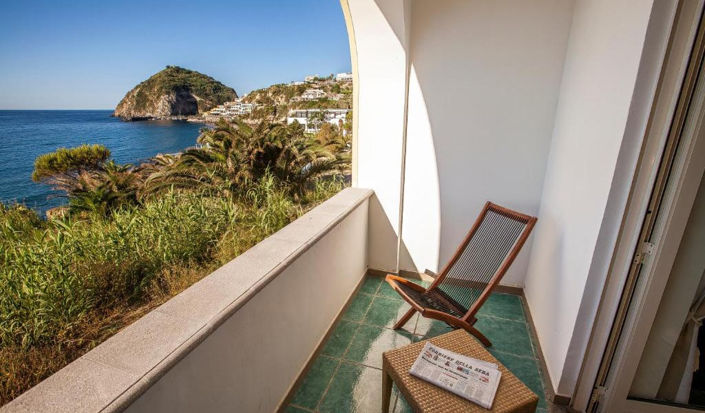 Superior-Double-or-Twin-Room-with-Sea-View-4-min