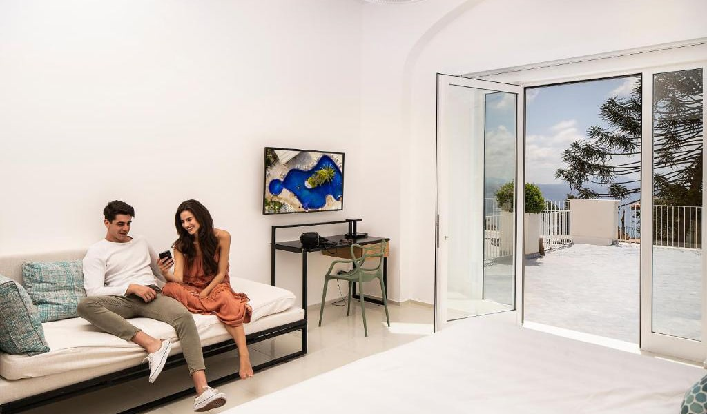 Superior-Double-or-Twin-Room-with-Sea-View-5-min