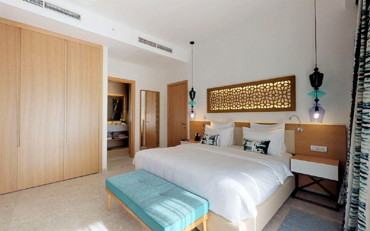 15-grand-deluxe-corner-suite