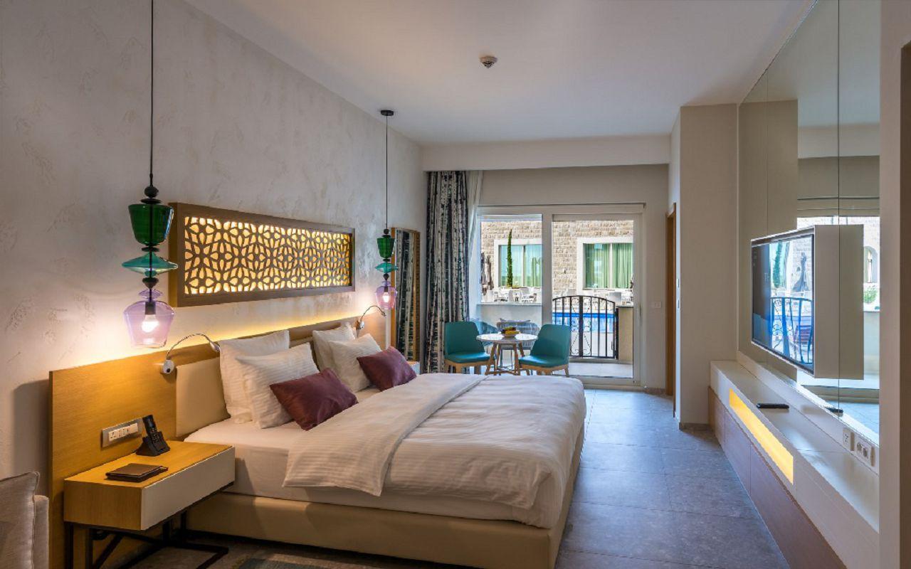 6-grand-poolside-room