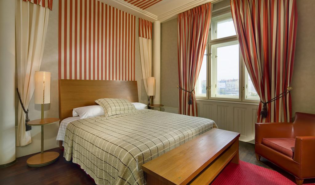 Deluxe Double-Twin Room with View-min