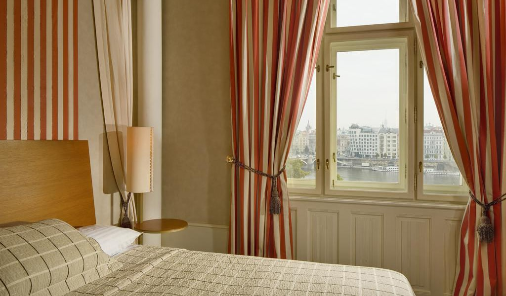 Deluxe Double-Twin Room with View3-min