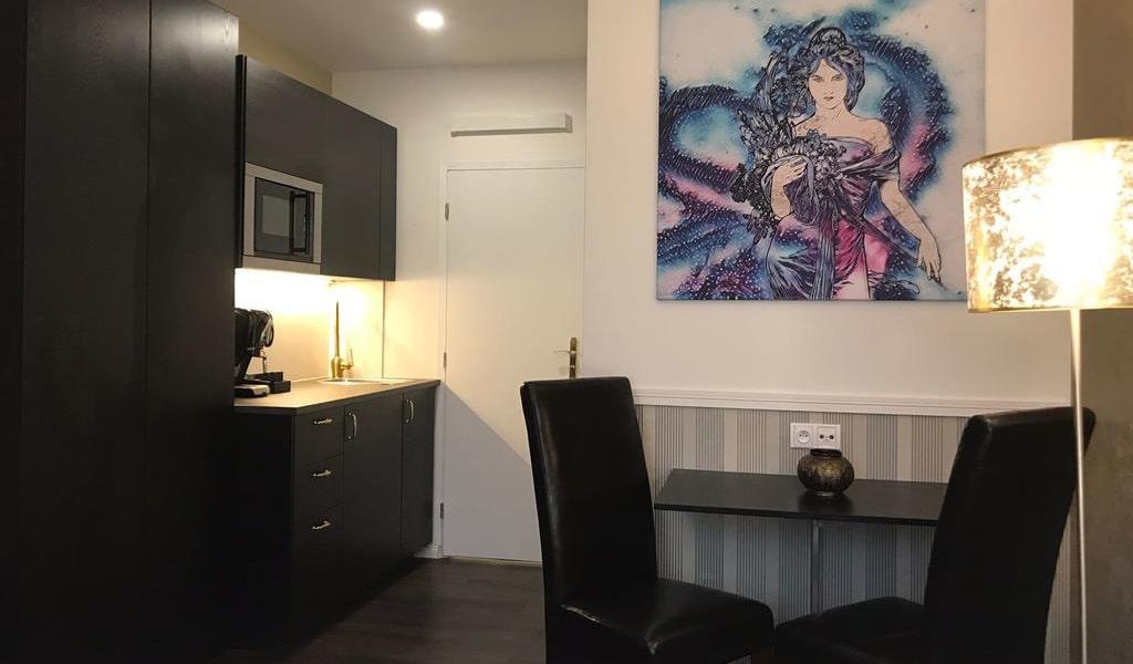 Deluxe King Room 2-min