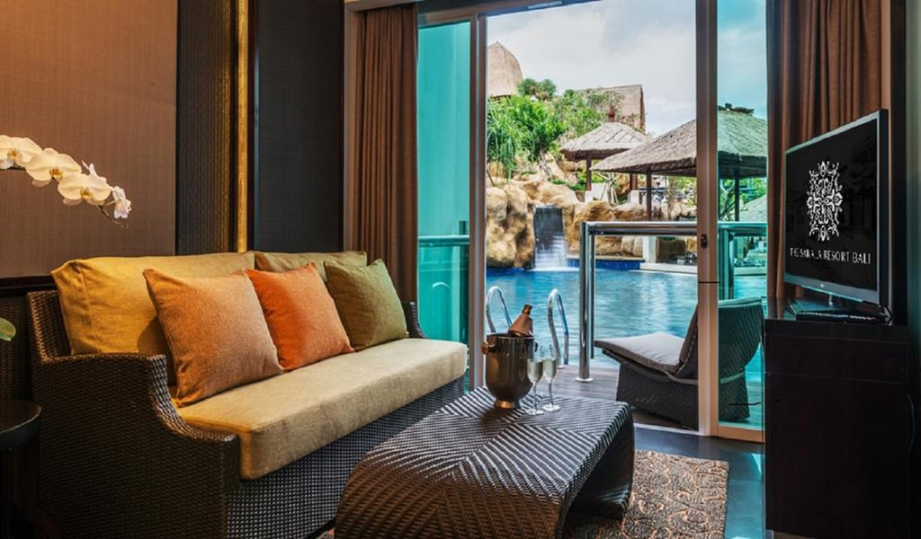 Deluxe Pool Access Suite 2-min