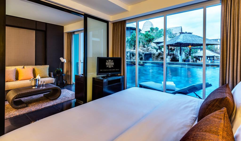 Deluxe Pool Access Suite-min