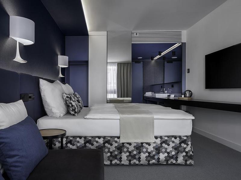 Deluxe Room (3)