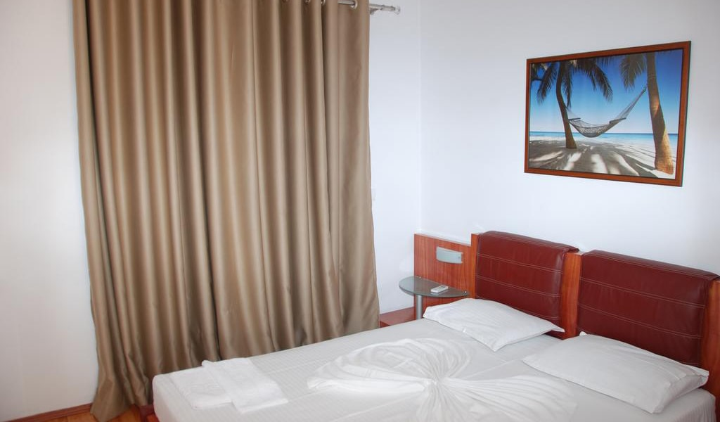 Double Room with Sea View and Balcony 2-min