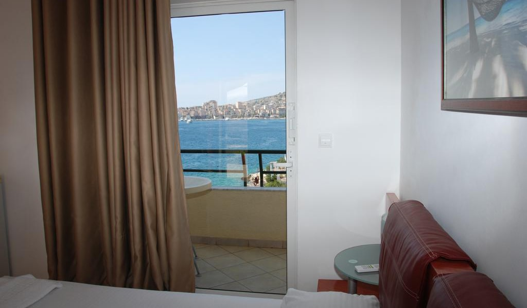 Double Room with Sea View and Balcony 3-min