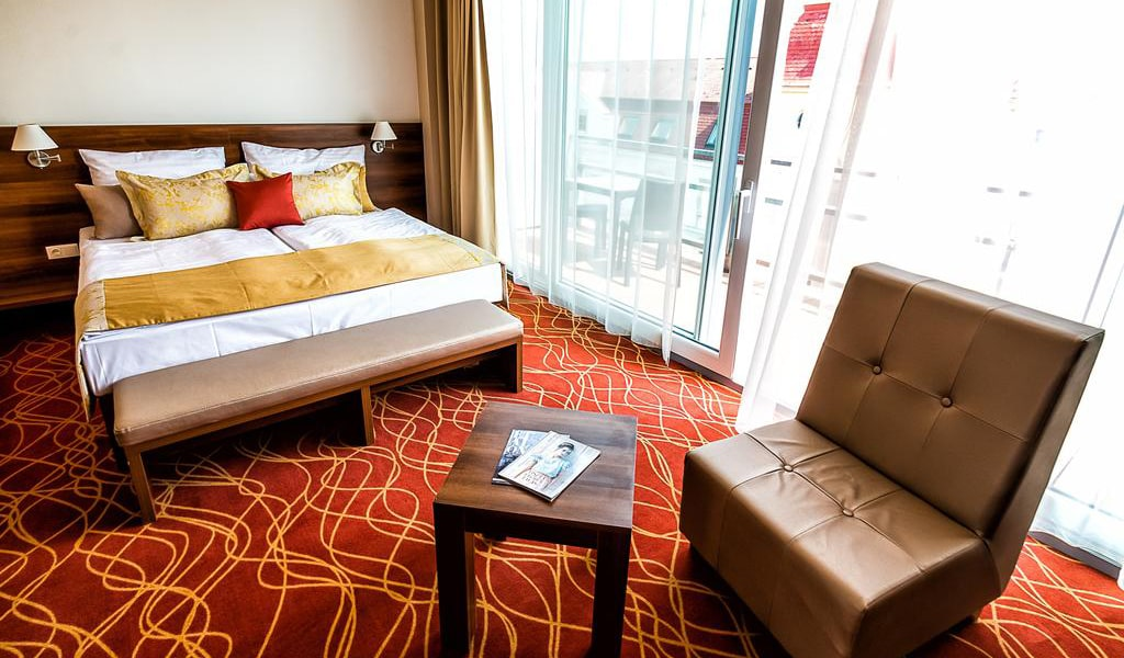 Double or Twin Room with Terrace-min