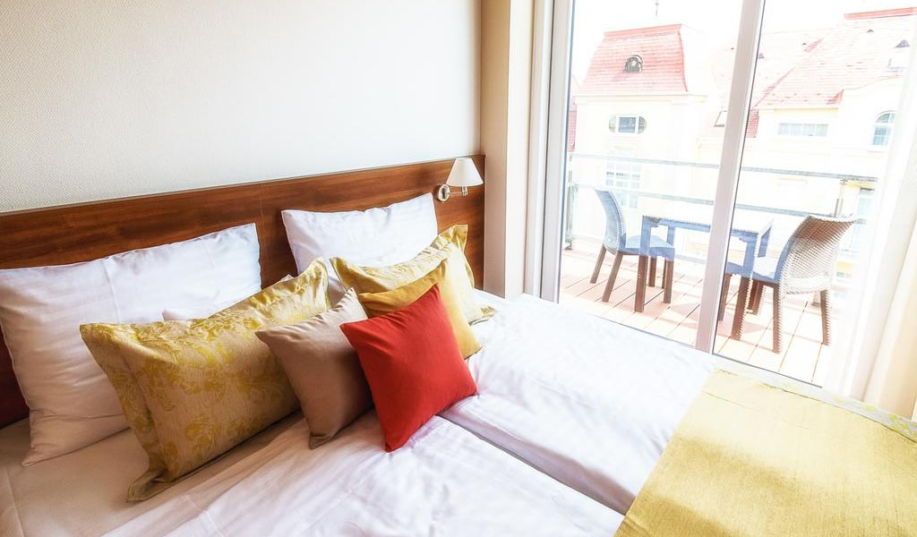Double or Twin Room with Terrace3-min