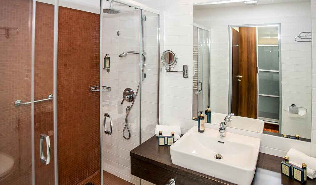 Double or Twin Room with Terrace6-min
