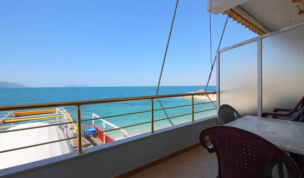 Family Room with Sea View 9-min