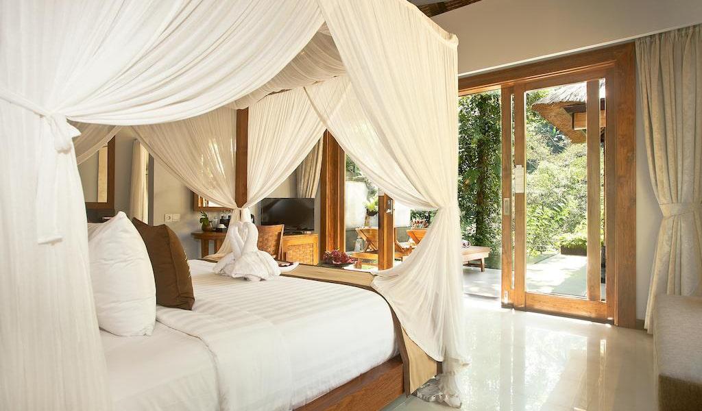 Luxury Villa with Private Pool 12-min