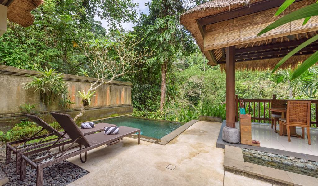 Luxury Villa with Private Pool 5-min