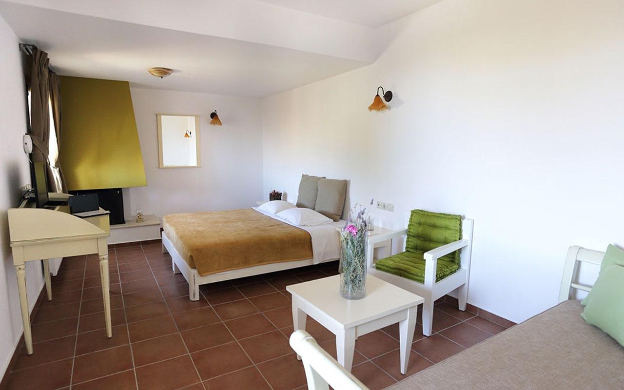 Mourtzanakis Residence by CHC (11)