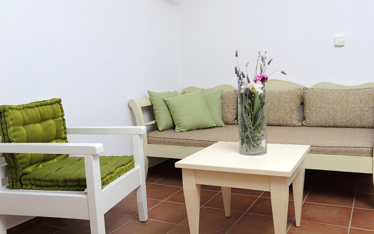 Mourtzanakis Residence by CHC (13)
