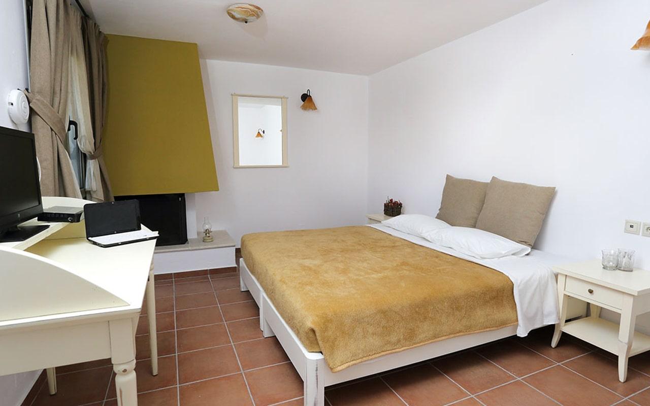 Mourtzanakis Residence by CHC (14)