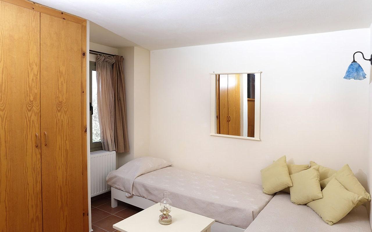 Mourtzanakis Residence by CHC (3)