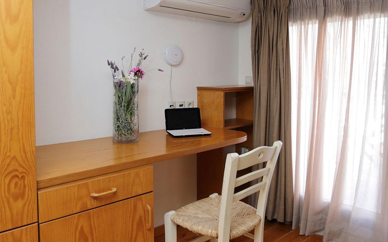 Mourtzanakis Residence by CHC (9)