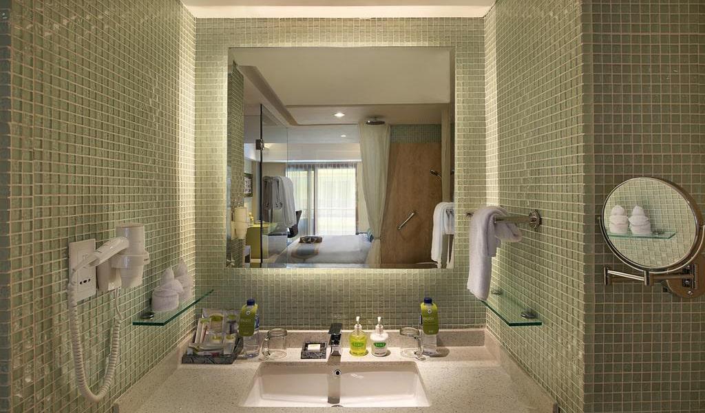 Premium Room with Balcony 4-min