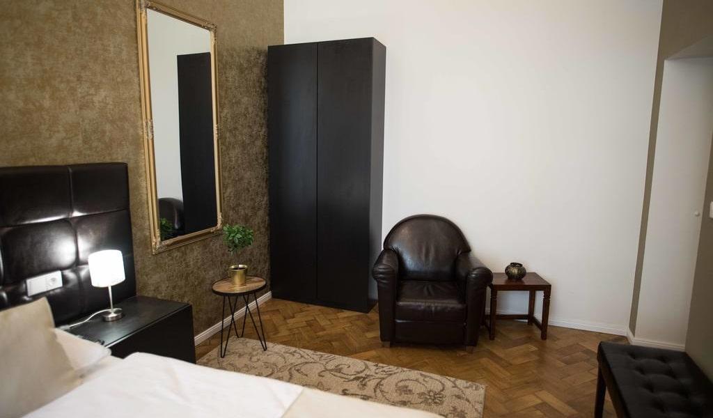 Standard Twin Room 2-min