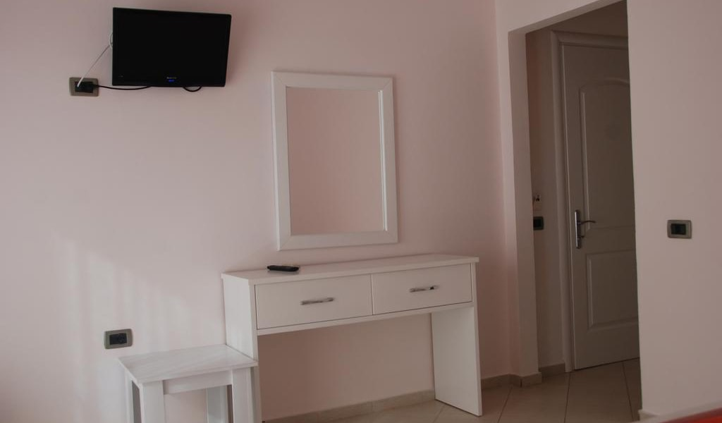 Standard Twin Room with Sea View-min