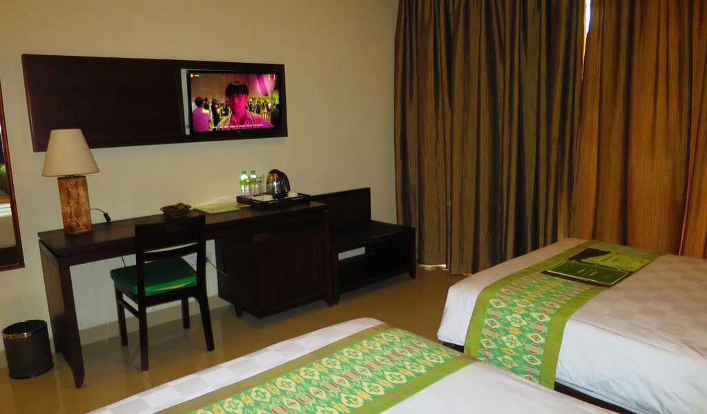Twin Room with Private Bathroom-min