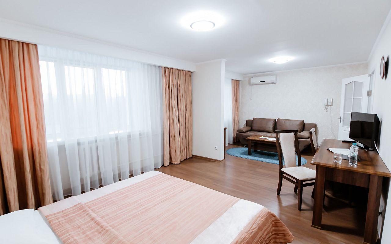 hotel_ukraine-half_1-1