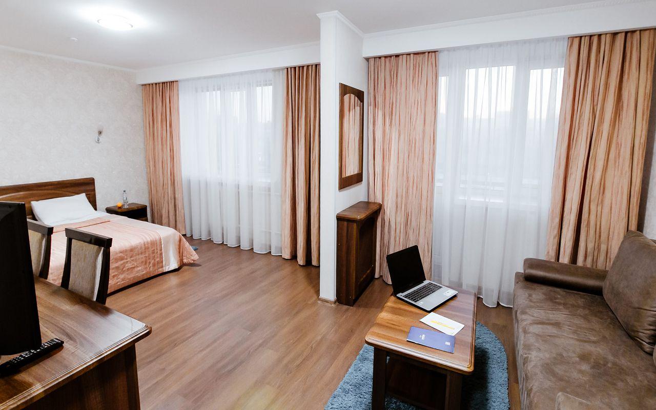 hotel_ukraine-half_1-2