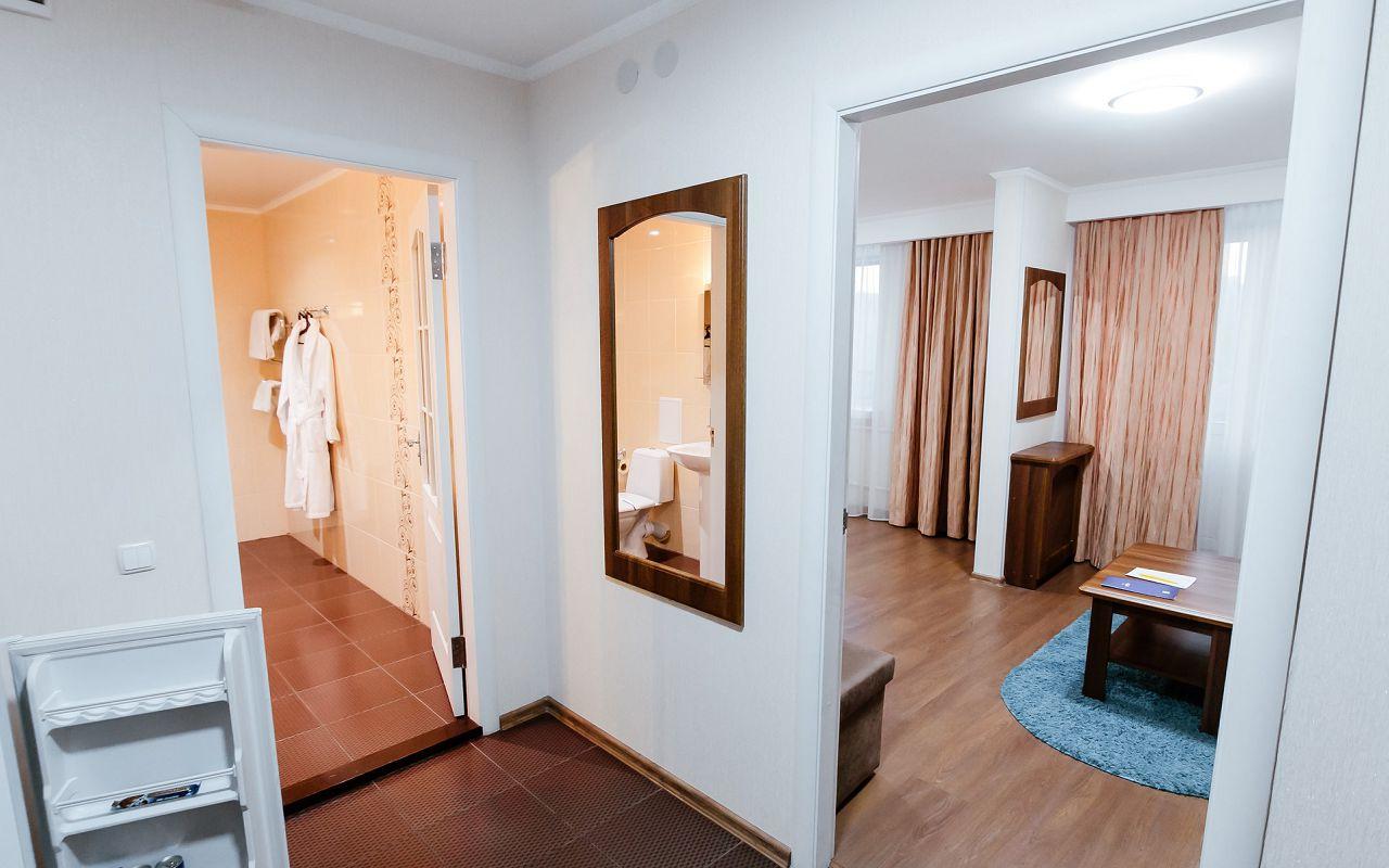 hotel_ukraine-half_1-3