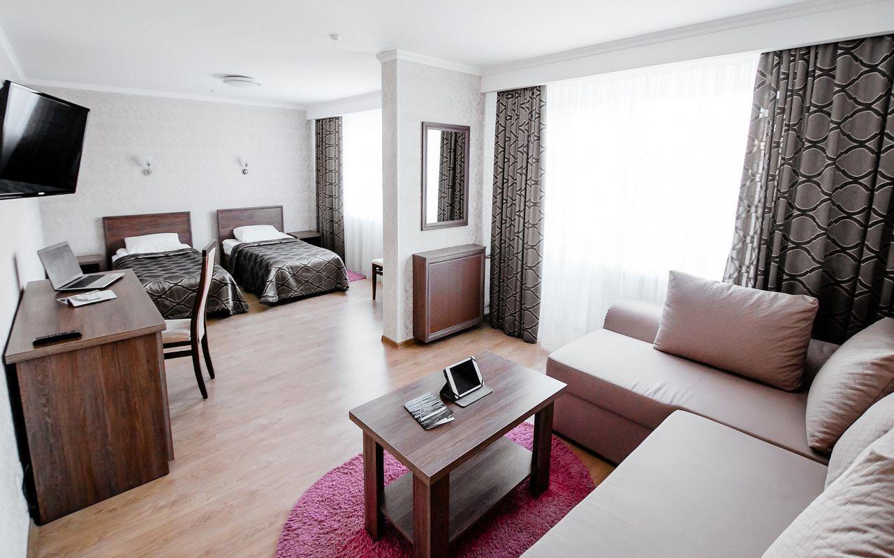 hotel_ukraine-half_2-1