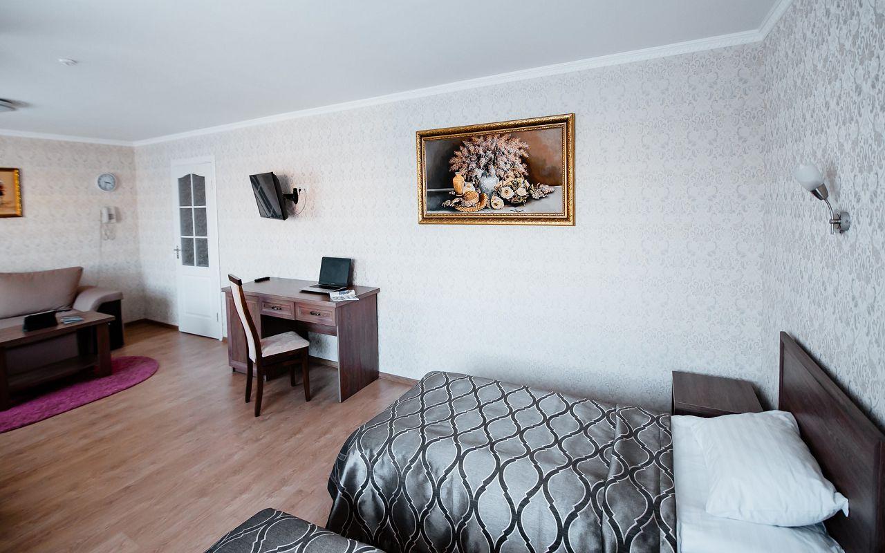 hotel_ukraine-half_2-2