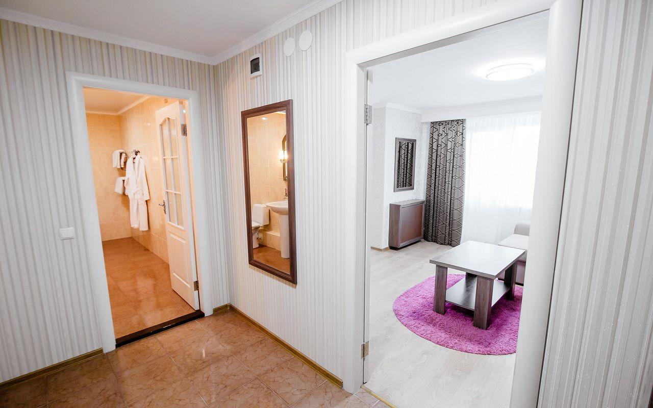 hotel_ukraine-half_2-3