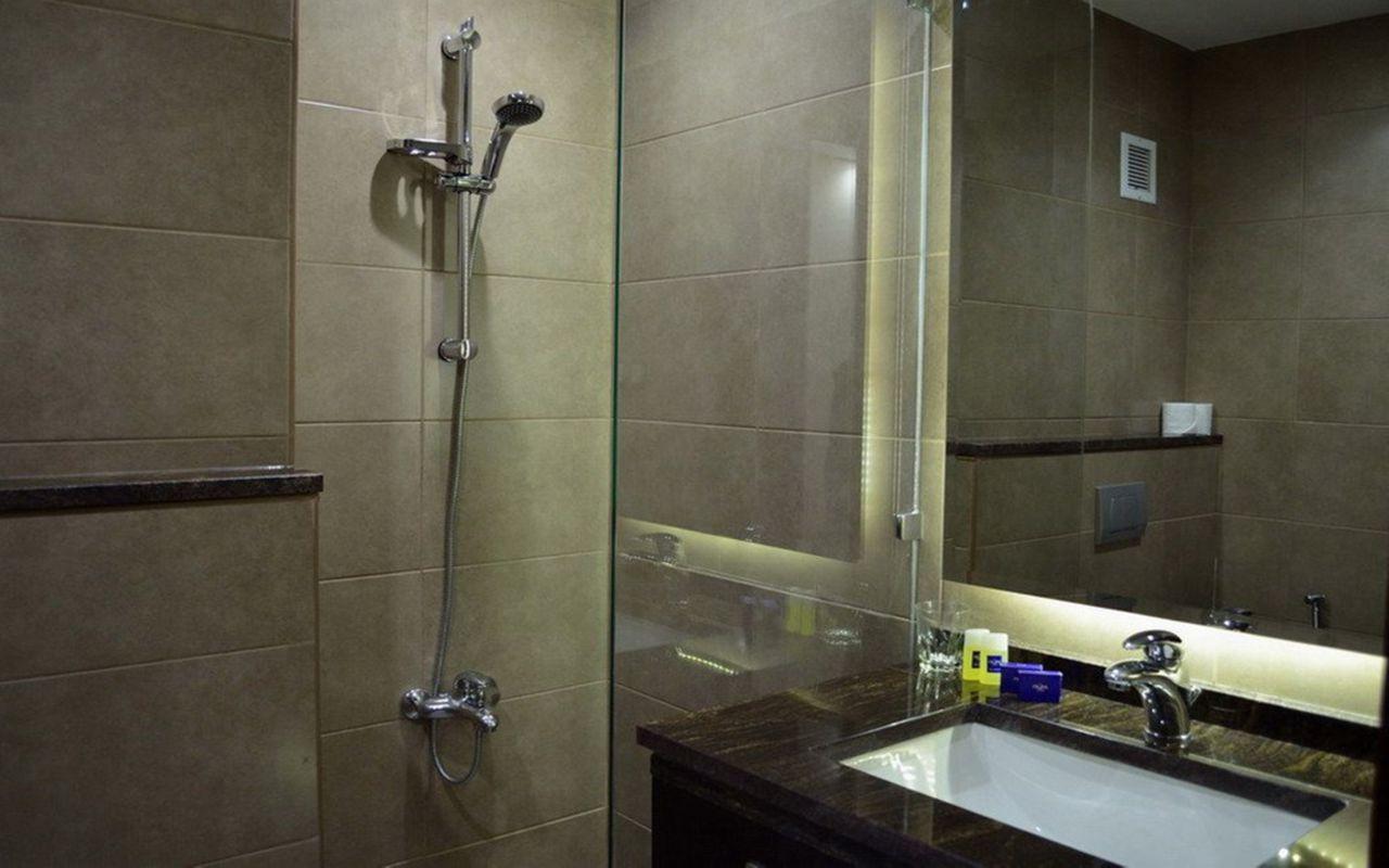 junior_suite_bathroom20200128102459726
