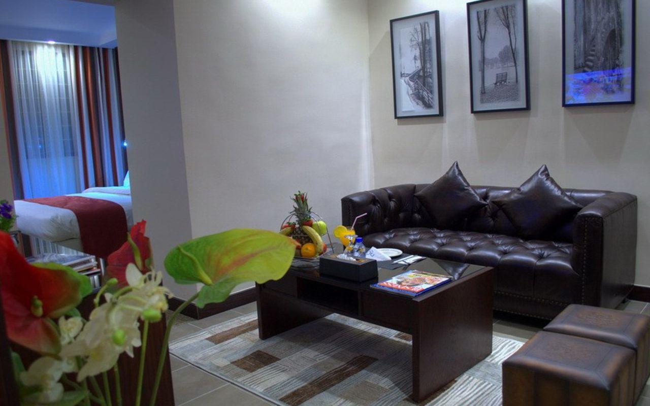 junior_suite_living_room1