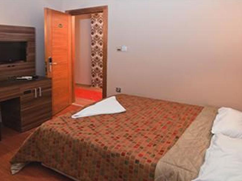 Bazaar Hotel (2)