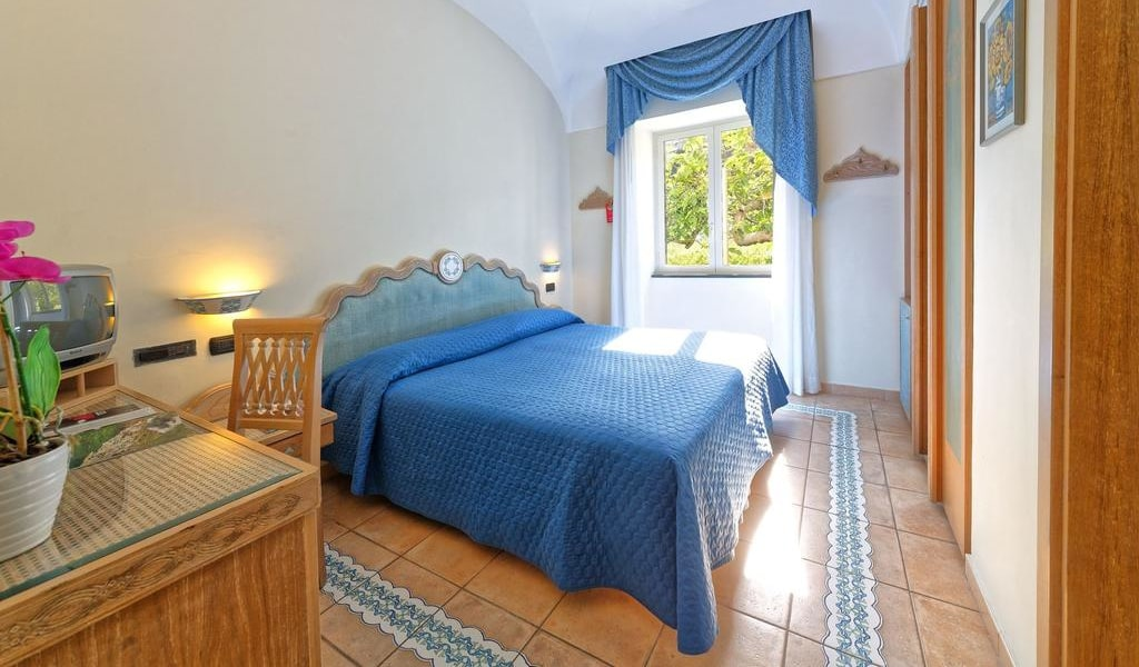Classic Double Room with Sea View 1-min