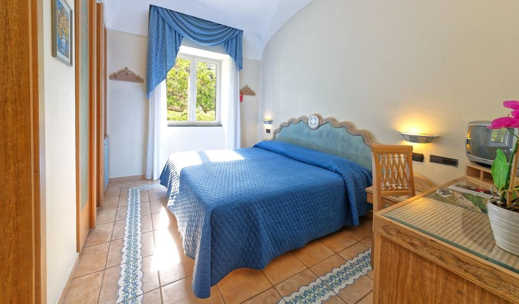 Classic Double Room with Sea View 4-min