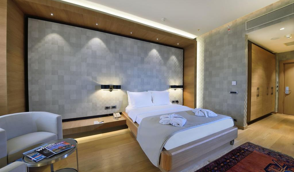 Deluxe Double Room with City View-min