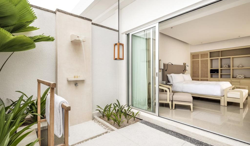 Deluxe Double Room with Garden Patio 2-min