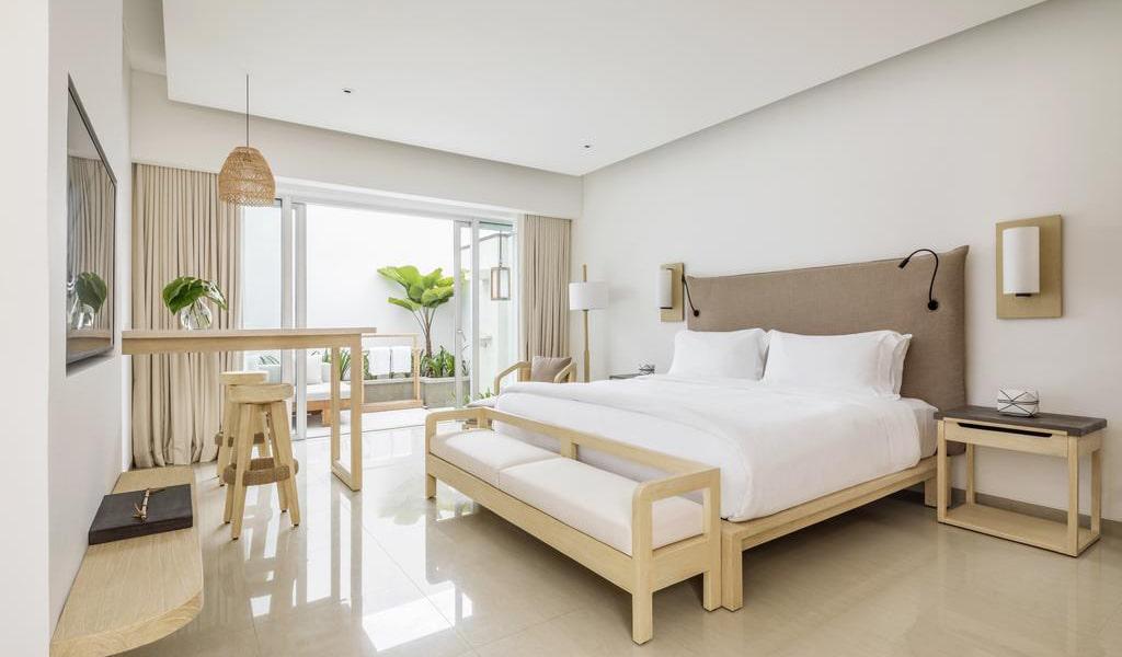 Deluxe Double Room with Garden Patio-min