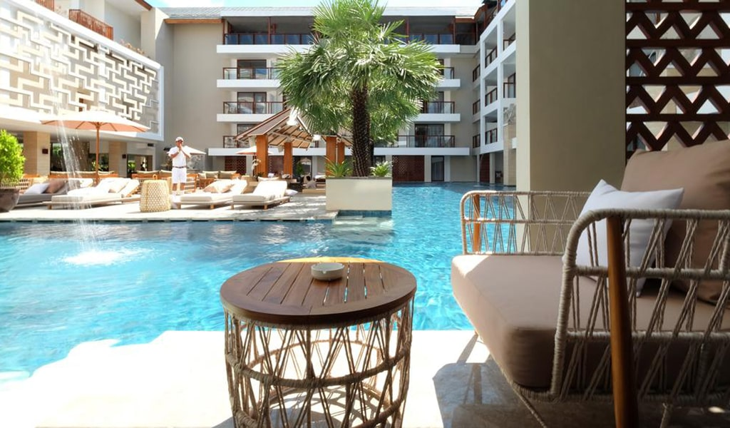 Deluxe Double Room with Lagoon Access 2-min