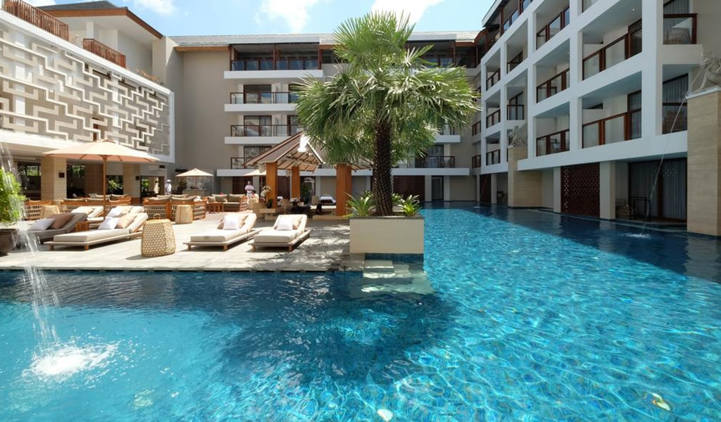 Deluxe Double Room with Lagoon Access 3-min