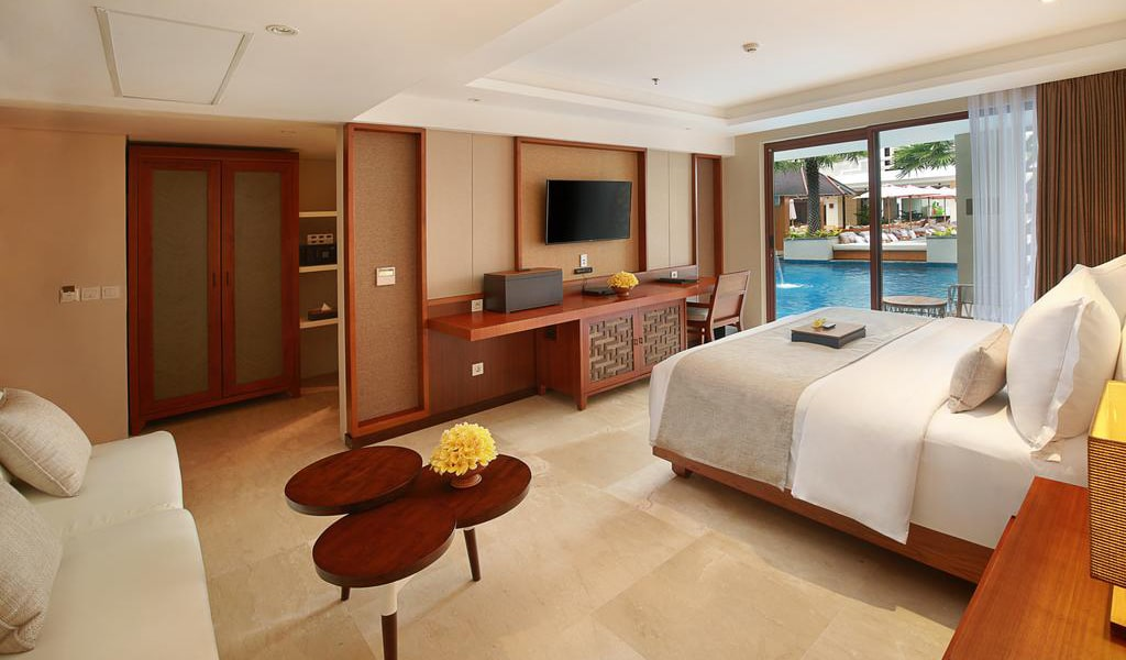 Deluxe Double Room with Lagoon Access 4-min