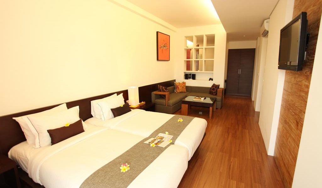 Deluxe Double or Twin Room with Pool View 3-min