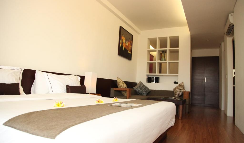 Deluxe Double or Twin Room with Pool View 4-min