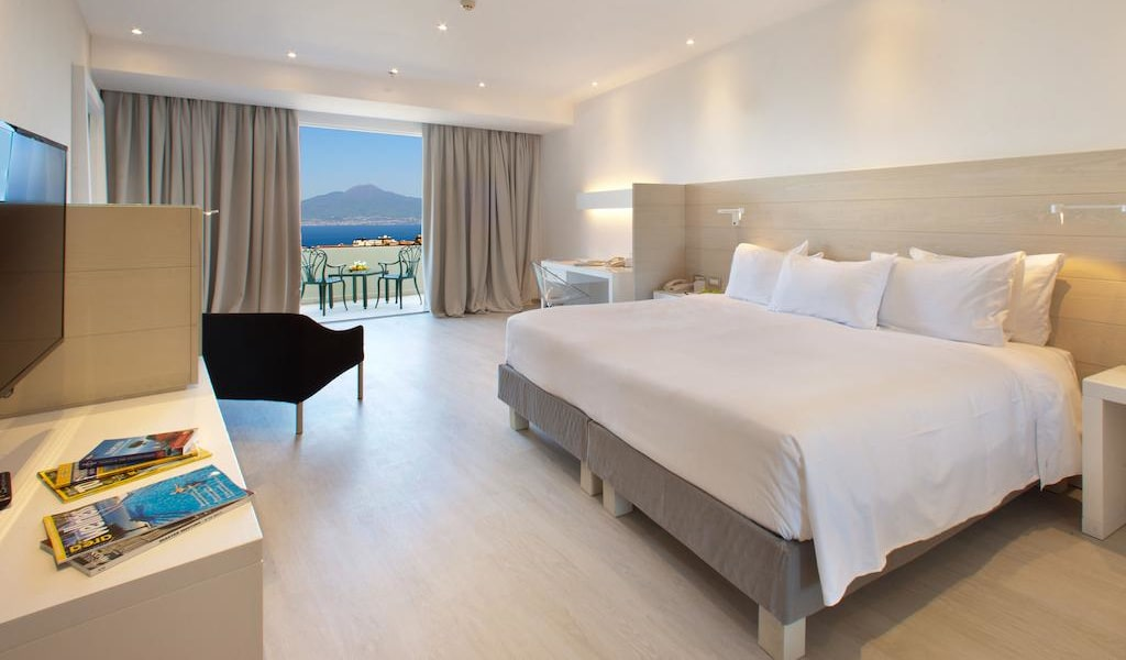 Deluxe King Room with Sea View 1-min